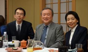事務局長の齋藤先生と池川先生を囲んで。