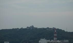 山の上には松山城を臨むことができます。