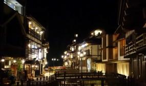 銀山温泉街の夜景です。