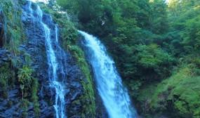 滝壺のすぐ近くまで近寄ることができます。