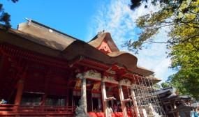 三神合祭殿です。羽黒山、月山、湯殿山の三所の神々を合祀しているそうで、萱葺き屋根の建物としては最大級だそうです。