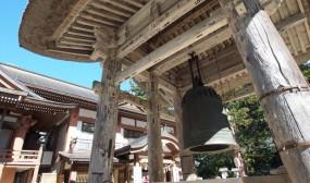 この鐘は「建治の大鐘」と言って、文永・弘安の蒙古襲来の際、鎌倉幕府は羽黒山の霊威をいたく感じて羽黒山に奉ったのだそうです。