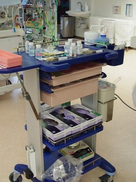 患者さんのカート上は内服薬などの清潔な物品しか置かないことにしました。